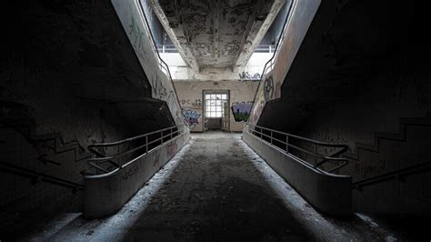 Abandoned stairs Wallpaper - City & Architecture HD